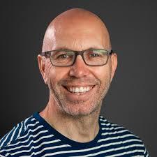 Alex King un especialista en que es un manual de identidad grafica
